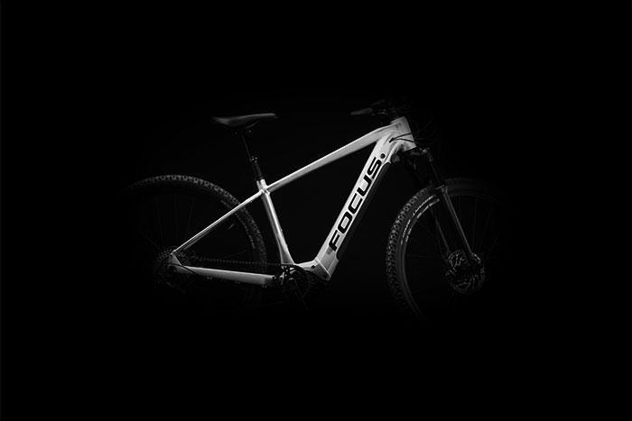Höhere Reichweite und bessere Transportmöglichkeiten im Alltag mit den neuen JARIFA² und AVENTURA² E-Bikes von FOCUS.