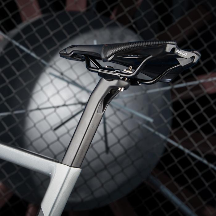 Das IZALCO MAX Rennrad im Detail: FOCUS Aero-Sattelstütze